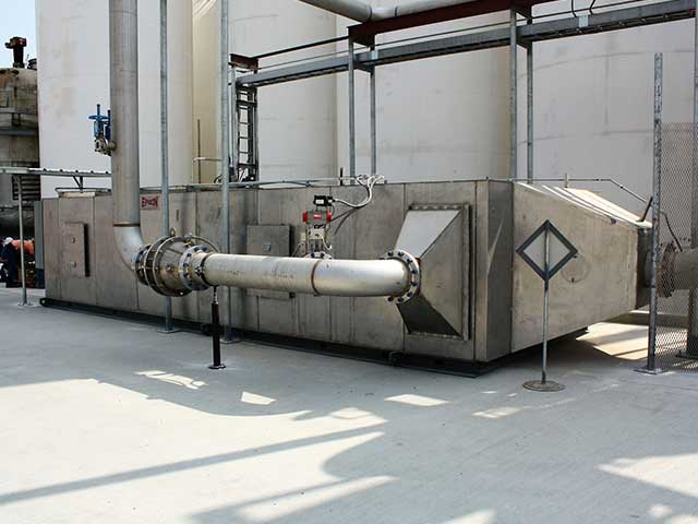 Regenerative thermal oxidizer for halogenated components
