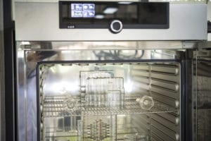 Industrial oven for medical and pharmaceutical industries